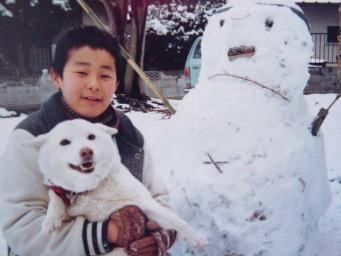 コロとの写真です。犬はいいですね。良き親友でした。