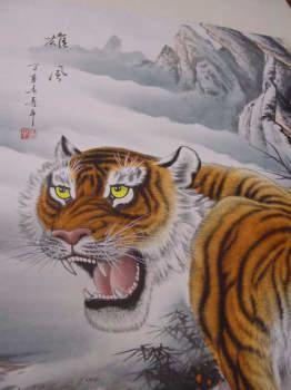 虎の掛け軸 高級美術印刷 雲上の猛虎 険しい山に潜む孤高の虎。 中国高級掛け軸専門ショップ【蘇州山水堂】
