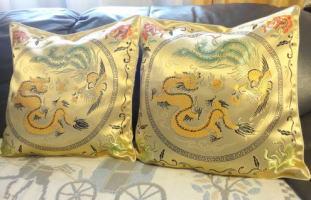 龍と鳳凰のクッションカバー 新商品です。中華料理店でもオススメですよ♪