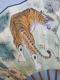 虎の装飾用扇子 床の間に、玄関に 邪気を払ってくれますよ♪