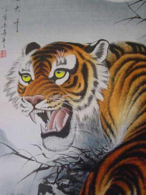とがった虎の牙。かまれたらとっても痛そうです。虎の掛け軸 高級美術印刷 月下の虎