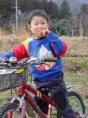 7日間で補助輪なしの自転車に乗れるようになったYOSHIKI君 自転車は自由自在です。